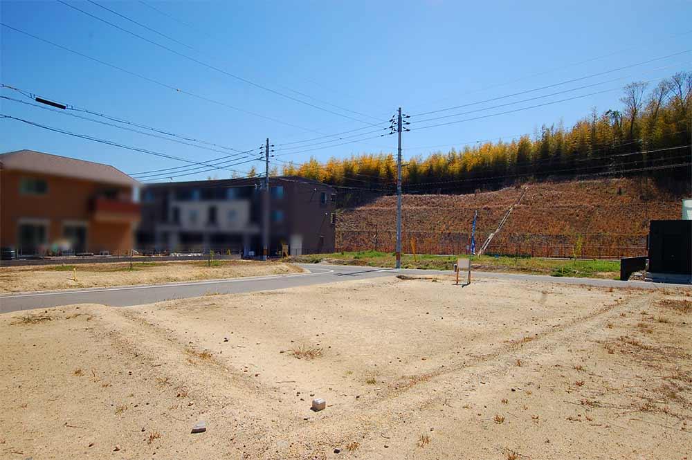 19 1 4 - 【商談中】建築条件なしの売土地!!!木津川市城山台11丁目で敷地面積50坪以上の角地です。