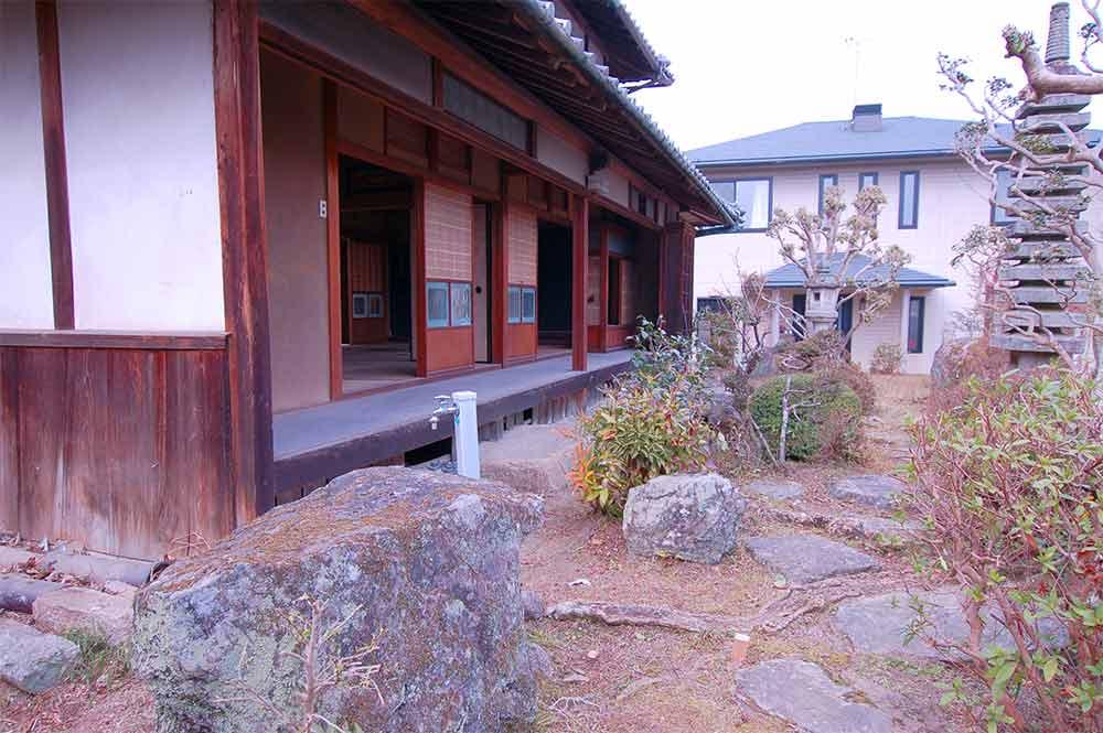 庭から 大正時代の美しい古民家に温室と畑つき 木津川市加茂町大野