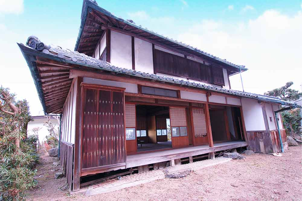 広々とした裏庭 大正時代の美しい古民家に温室と畑つき 木津川市加茂町大野