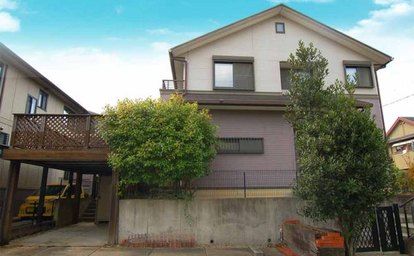 outB 600x371 - 木津川台の5LDKの中古一戸建て。庭のオリーブとレンガのBBQ炉がポイント【木津川市】